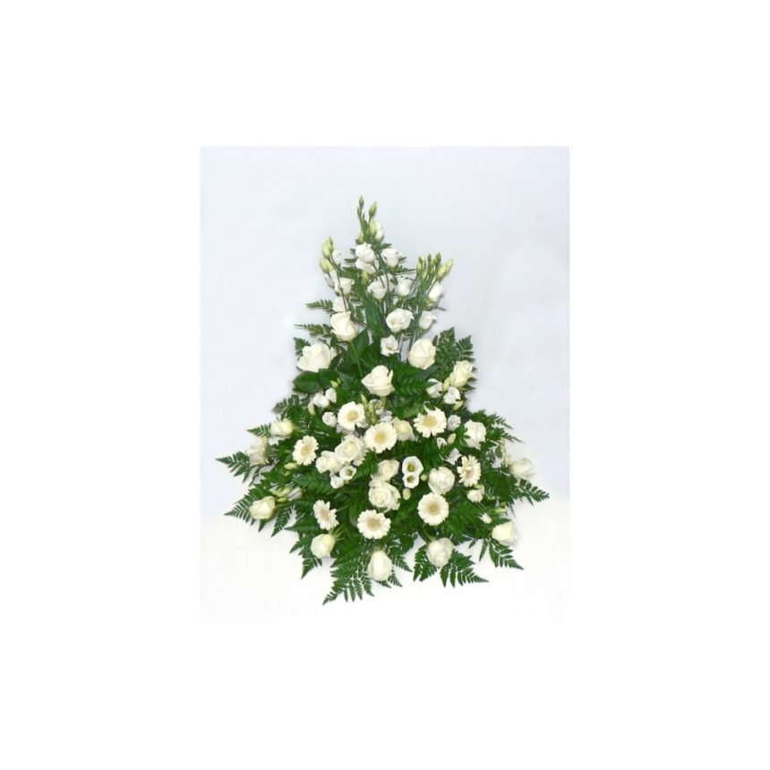 Hög begravningsdekoration i vita toner