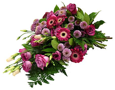 Vacker begravningsbukett i cerise/lila toner med prärieklocka, germini och dubbla krysantemum hos Bellis blomsterhandel.