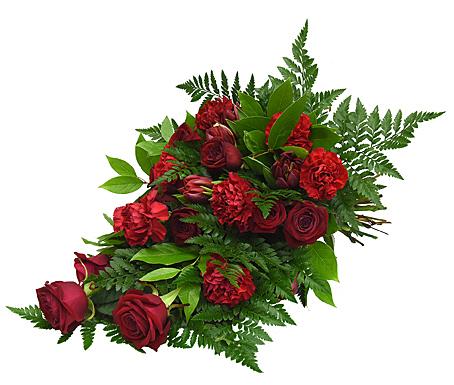 Begravningsbukett i röda toner med rosor, nejlikor och alstremeria.