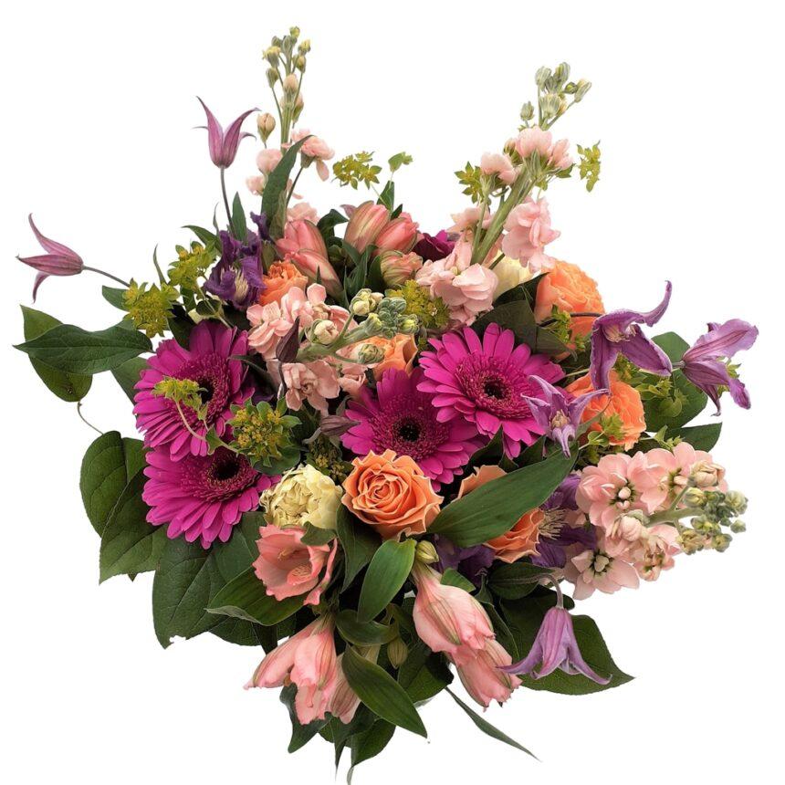 Floristens val av blommor i bukett från Bellis Blomsterhandel