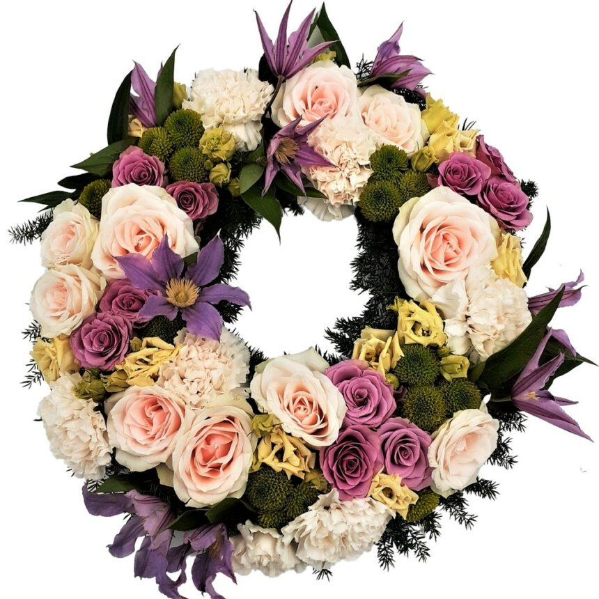 Begravningskrans med b.la rosor, gerbera, krysantemum.