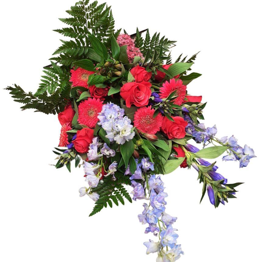 Sorgbukett blå och cerise hos Bellis blomsterhandel